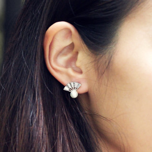 ACC380-Lyn-Fan-Earrings-in-Silver-9