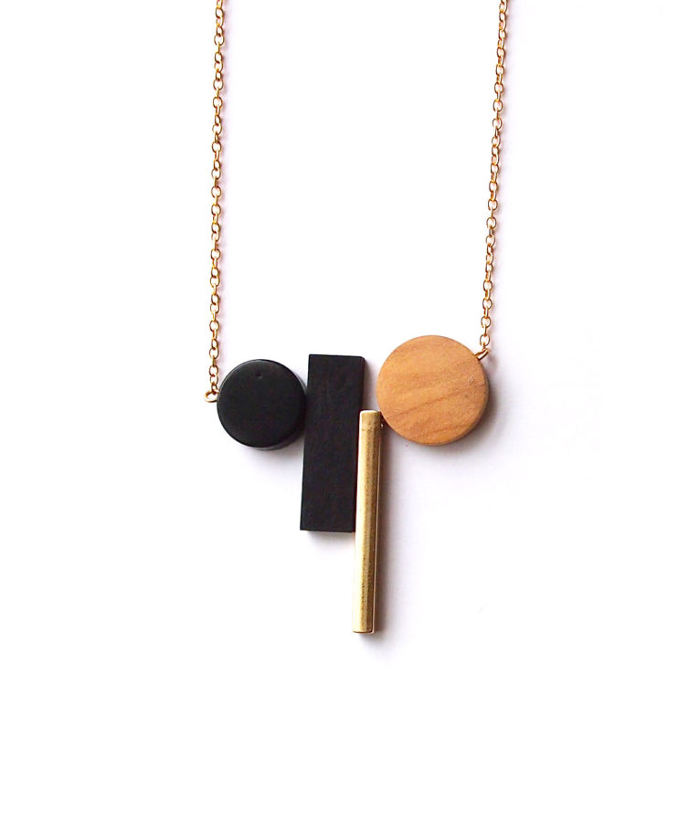 ACC985-Pollen-Drop-Necklace-in-Gold-6