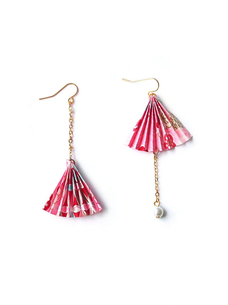 ACC1115-Origami-Paper-Fan-Asymmentrical-Earrings-in-Pink-5